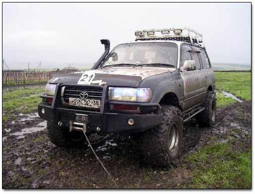 Toyota Land Cruiser Winched Itself Out of Mud