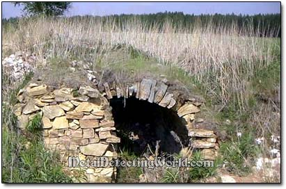 An Underground Stone-Inlaid Root Cellar
